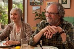 Ruth Sheen e Jim Broadbent in una scena di Another Year